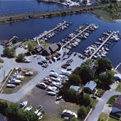 Dockage for you boat to 30 feet in Mystic